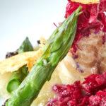 Pesce bianco con verdure grigliate su fonduta di ricotta